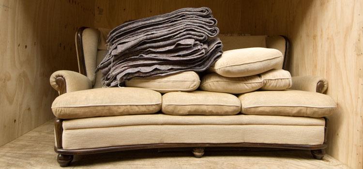 Meubles rangés dans un garde meuble